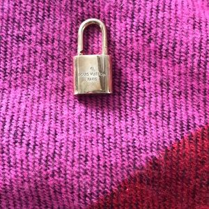 Auth Louis Vuitton lock only #450